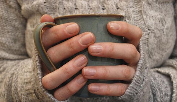 hands-holding-mug-main_article_new